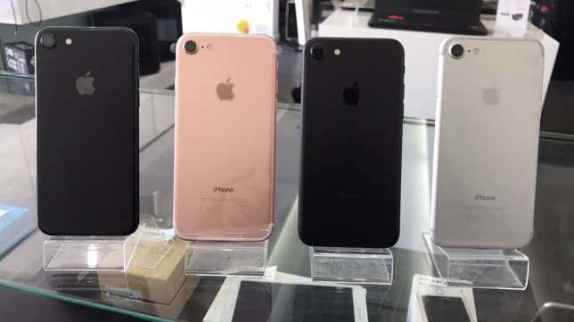 Смартфон Apple Iphone 7 32 GB..400Samsung Galaxy S8- 64GB.500