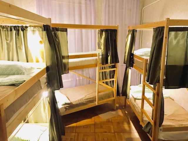 Койко-Место в современном Спартак Хостел Ялта Крым современное общежитие  или семейный номер от 2 до 4 человек.