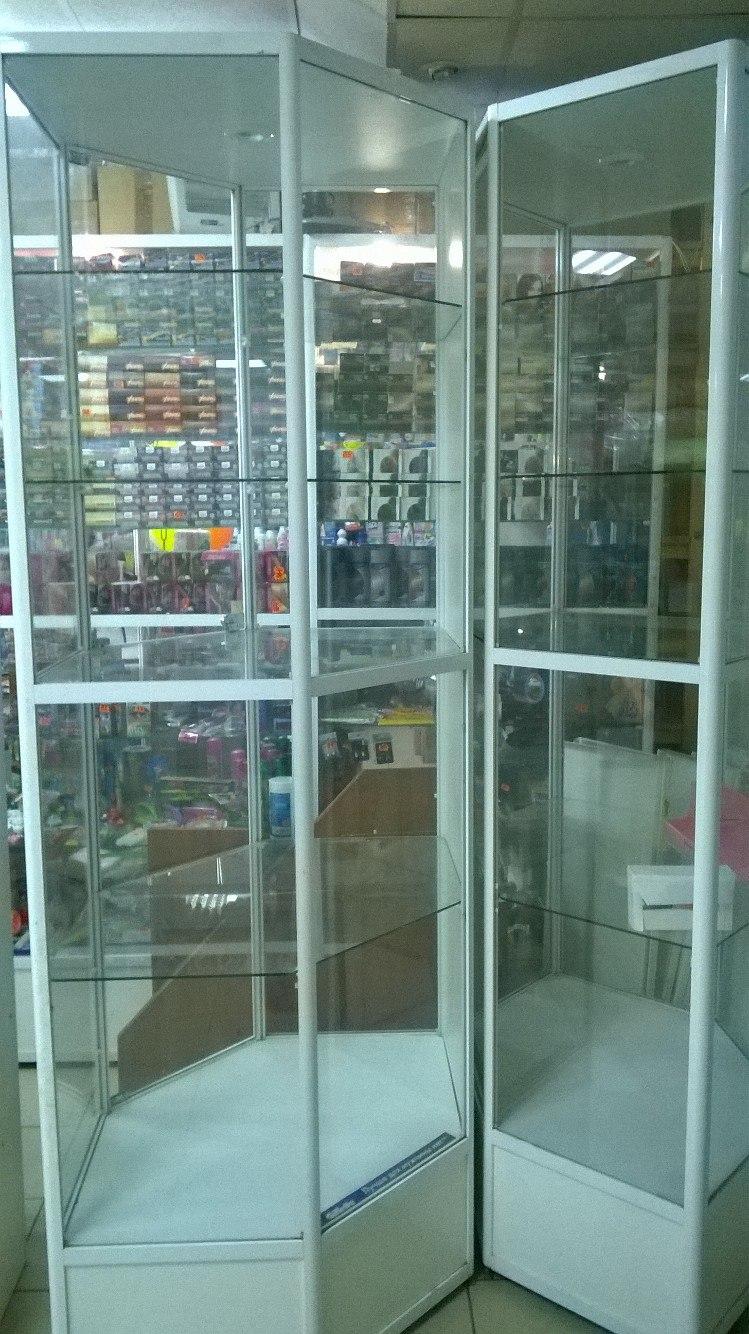 Торговые витрины и шкаф