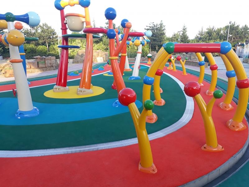 Бесшовное резиновое покрытие для детских и спортивных площадок