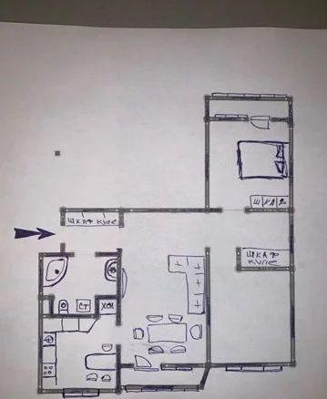 Трехкомнатная квартира для продажи по хорошей цене.