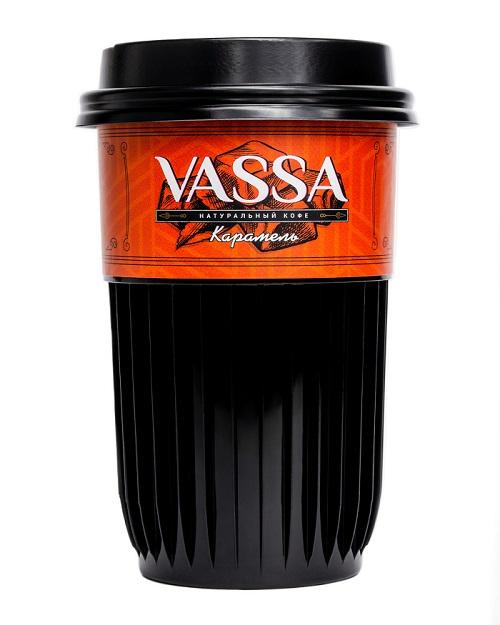 Кофе молотый VASSA в стакане с натуральным сиропом Карамель.