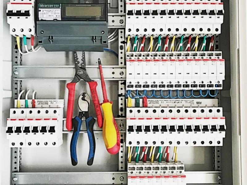 Электрики, мастера по ремонту